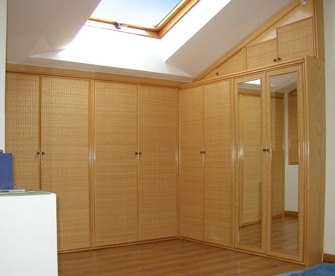 Armadi per mansarde. Costruiti su misura in vero legno anche per spazi ...