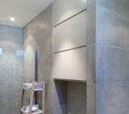 armadietto in legno per bagno