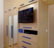 armadio a muro in legno per cameretta