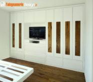 armadio in legno con inserti uguali a pavimento