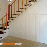 armadio sottoscala in legno bianco