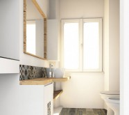 bagno in legno con ceramiche moderne