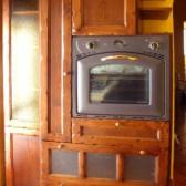cucina in muratura con forno a incasso