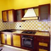 cucina con piano in maiolica