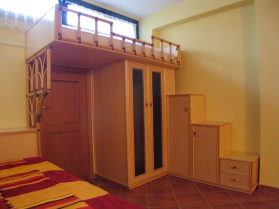 Casa moderna roma italy letto ikea a soppalco - Letto soppalco legno ...