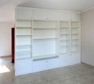 libreria bianca in legno