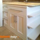 mobile da bagno in legno bianco