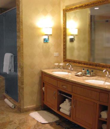 Foto mobili bagno su misura falegnamerie design - Armadi per bagno classici ...
