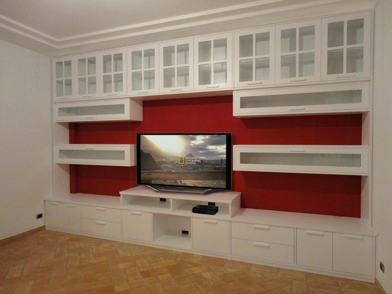 Foto pareti attrezzate su misura falegnamerie design for Immagini parete attrezzata