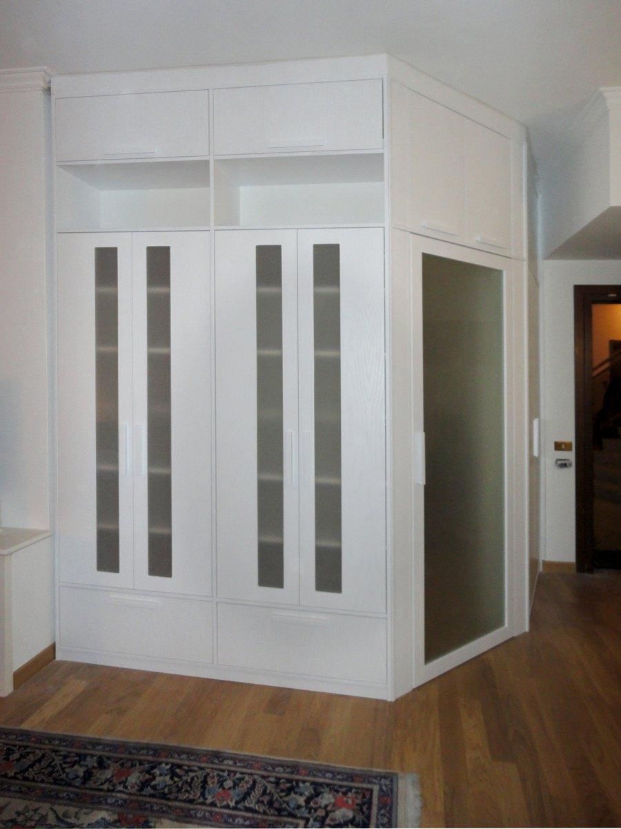 Pareti divisorie roma in legno su misura per i vostri spazi - Libreria divisoria con porta ...