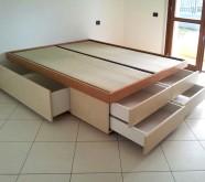 letto con cassetti contenitori in legno