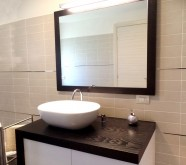 bagno in legno bianco nero