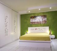 camera da letto bianca in legno