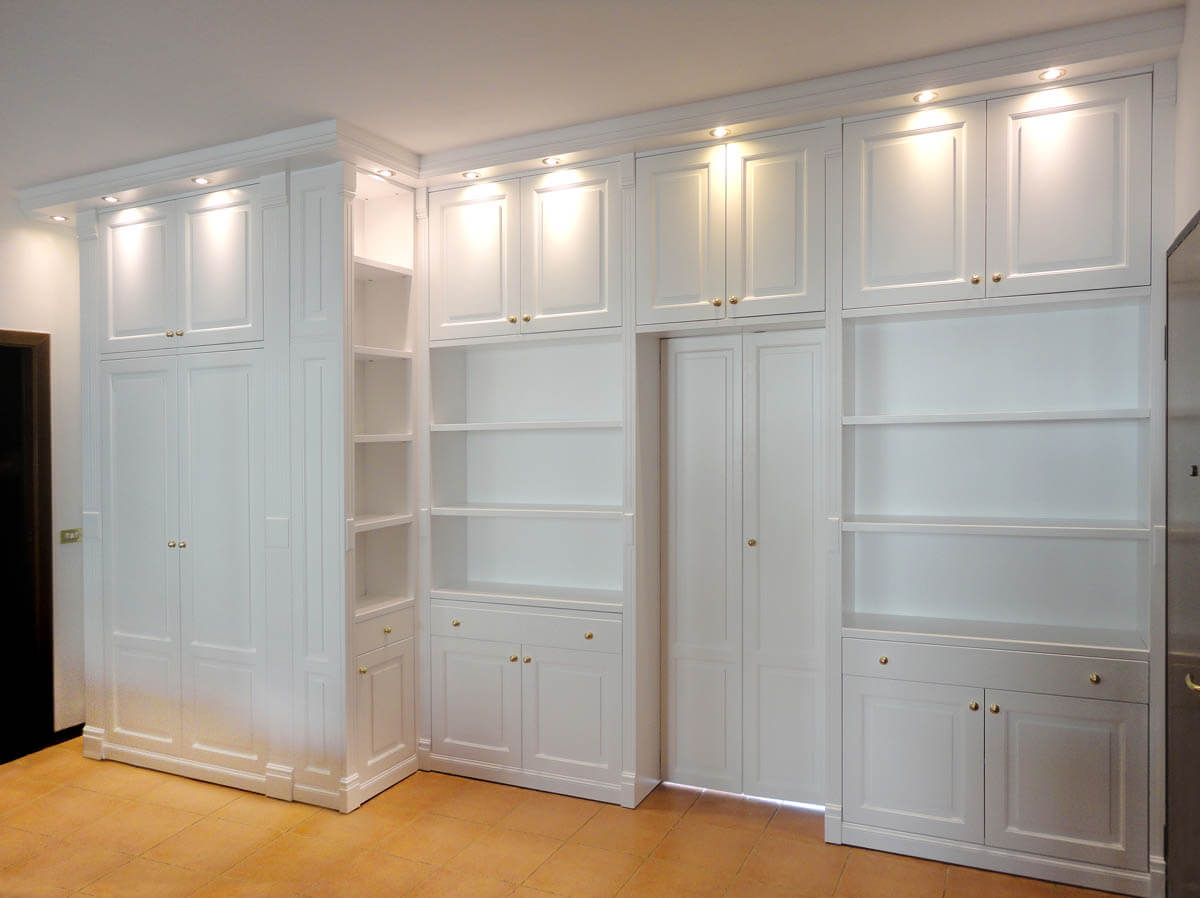Pareti attrezzate su misura roma falegnamerie design - Libreria divisoria con porta ...