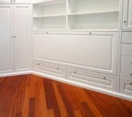 camera da letto classica bianca