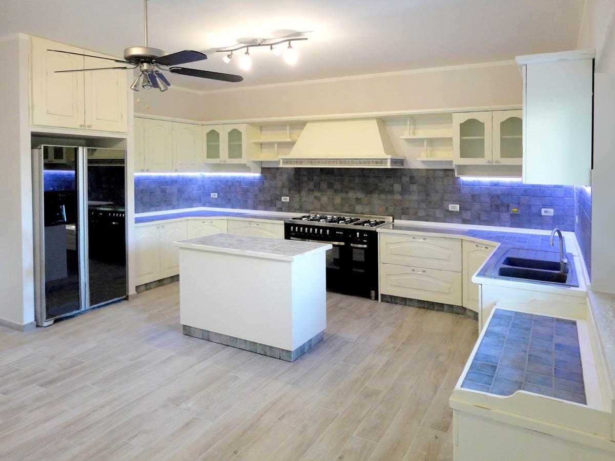 Disegno luci bagno for Cucine bianche classiche prezzi