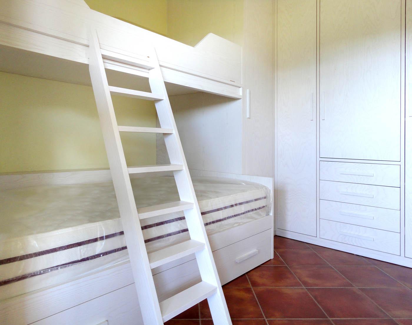 Foto letti su misura falegnamerie design for Letto a castello prezzi