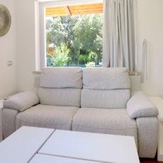 4a mobiletti in legno fianco divano
