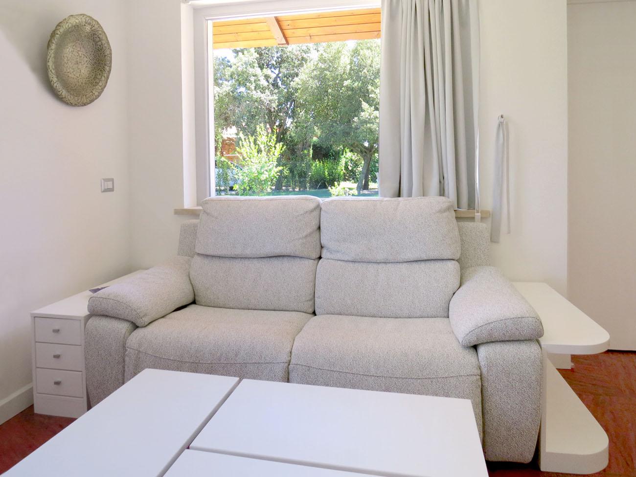 4a mobiletti in legno fianco divano arredamenti e mobili - Mobiletti in legno ...