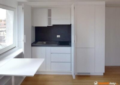 Cucina piccola a scomparsa in vero legno