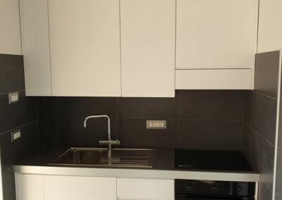 Cucina piccola moderna in vero legno