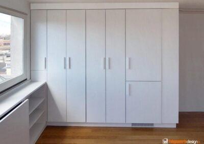 Cucina piccola a scomparsa in stile moderno